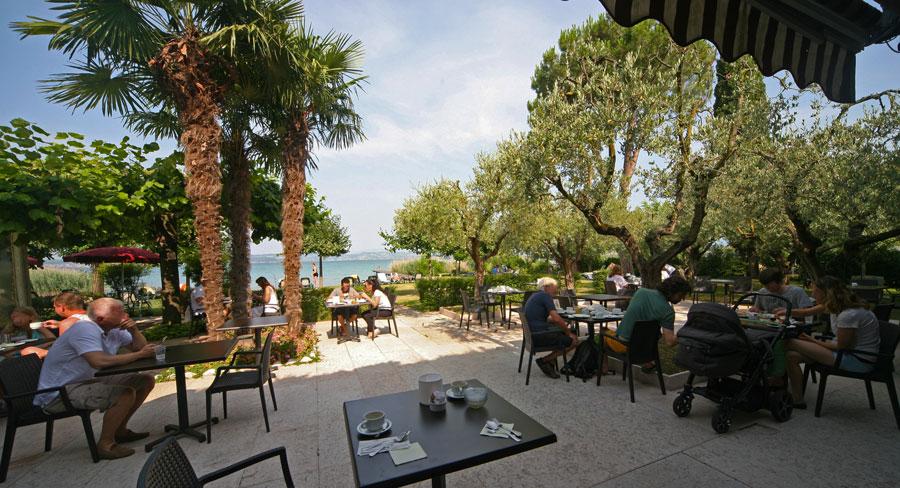 Ristorante Hotel La Paul Sirmione Cenare In Giardino Con Vista